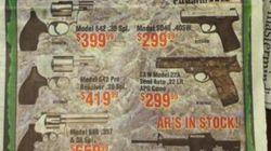 Oferta de armas por Navidad junto a la noticia de la masacre de Newtown