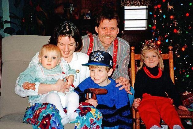 Misma familia y misma pose 20 años después: la magia de recrear