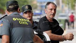 El edil de EU acusado de matar a su esposa se ahorca en