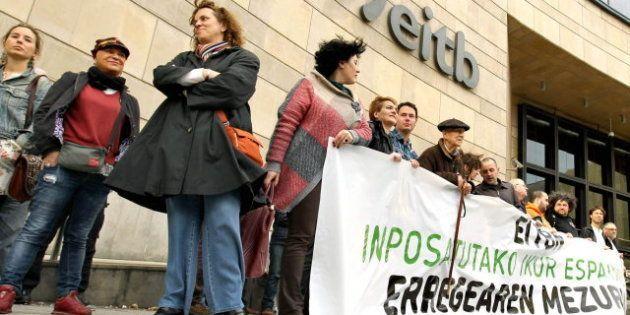 Protesta de Bildu en la sede de EiTB por la emisión del mensaje del