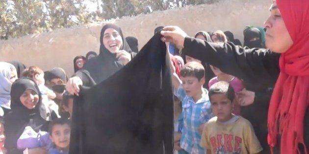 Así celebran estas mujeres sirias haber sido liberadas de Estado Islámico