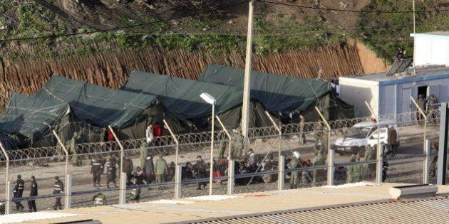 Un grupo de 700 inmigrantes intenta saltar la valla de