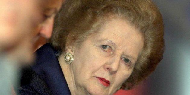 Margaret Thatcher abandona el hospital tras la operación para extirparle un