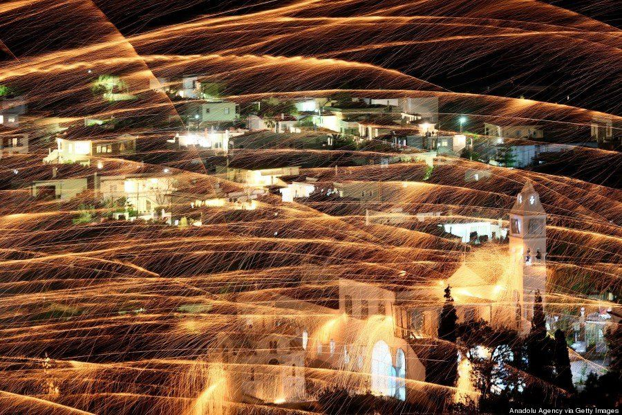 Vrontados: la batalla de cohetes de la noche de Pascua de la isla de Chios en Grecia
