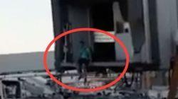 Un pasajero de Ryanair salta a la pista para no perder su vuelo en