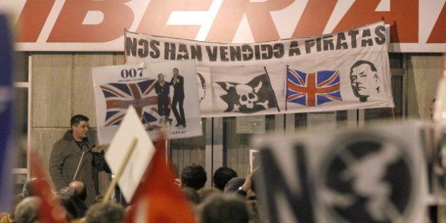 Los pilotos suscriben el acuerdo de los sindicatos para negociar el futuro de