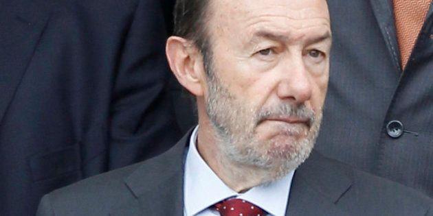 El PP de Madrid ataca a Rubalcaba en Twitter por apoyar a la 'marea blanca'