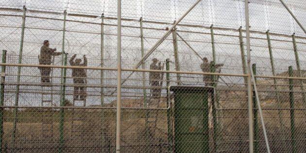 Decenas de subsaharianos consiguen cruzar la valla de Melilla en un asalto