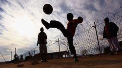 Jugar al fútbol en la calle y otras infracciones de la 'Ley Fernández'