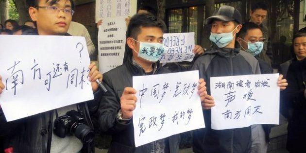 China reprime las protestas contra la censura y advierte de que seguirá controlando los