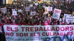 Multitudinaria manifestación contra el cierre de la televisión