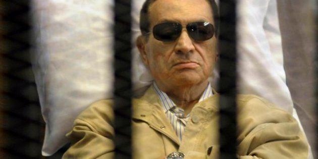 Ordenan repetir el juicio a Mubarak, condenado a cadena perpetua por la muerte de