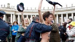 Protestan desnudas frente al Papa (VÍDEO,