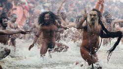 Las espectaculares imágenes del baño sagrado en el Ganges