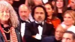 Iñárritu se defiende y demuestra que sí aplaudió a Jenny Beavan en los