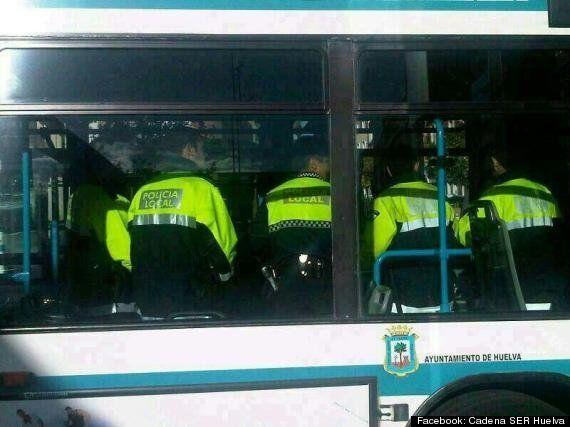 La Policía Local de Huelva patrulla en autobús por falta de vehículos