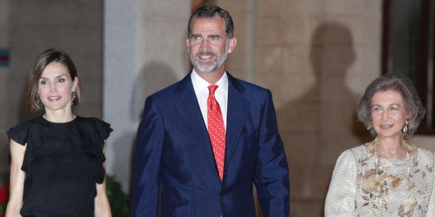 Los reyes Felipe y Letizia reciben a las autoridades y ciudadanos baleares en La