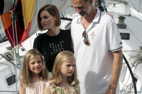 La reina Letizia recuerda a Kafka en su camiseta