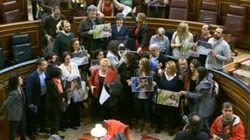 La protesta de Podemos tras la sesión de