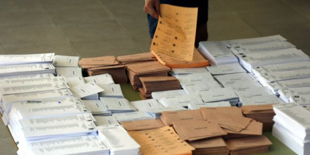 El PP gana en el Senado con 130 escaños, seguido por el PSOE con 43, al 90%