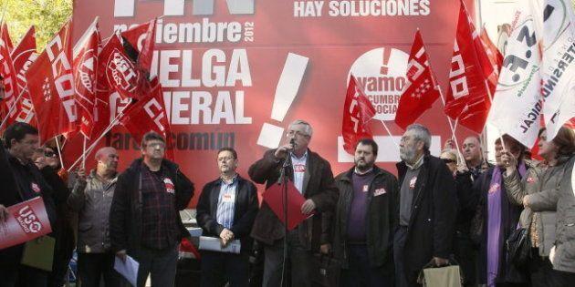 Una empresa de Málaga casi triplica su plantilla para fabricar pancartas para la huelga general del