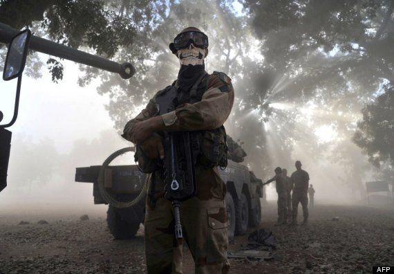 La historia tras la polémica foto de un soldado francés con el rostro tapado con una calavera en Malí
