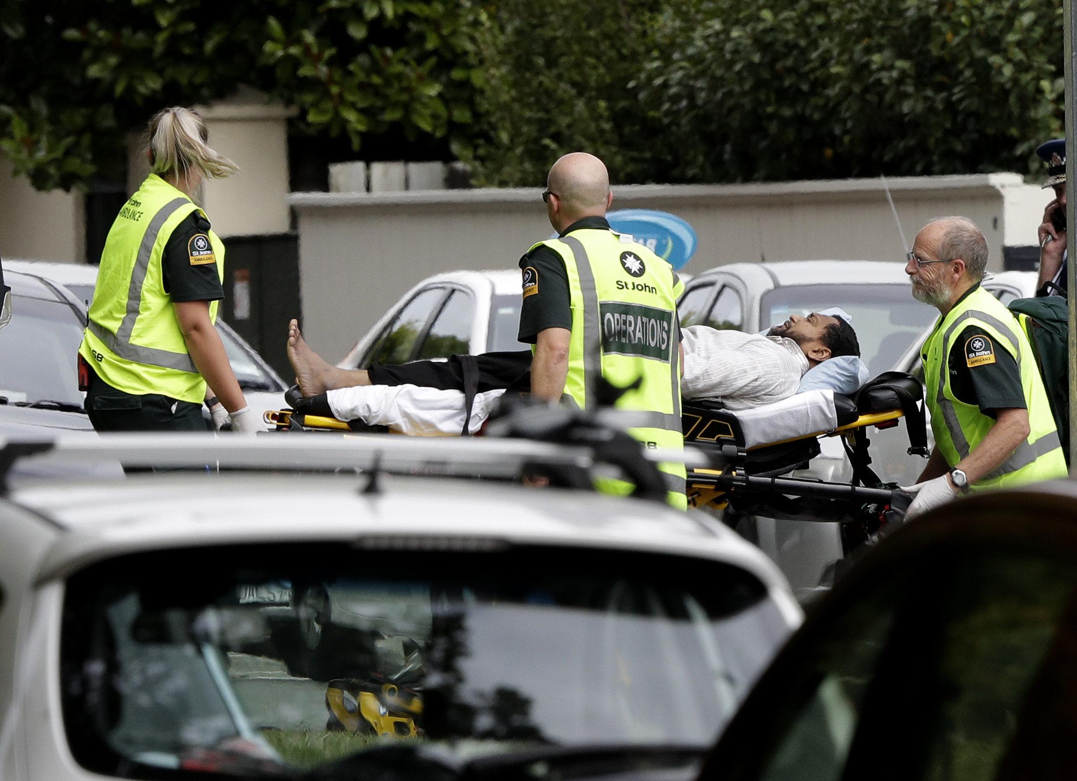 뉴질랜드 이슬람 사원 두 곳에서 총기난사가