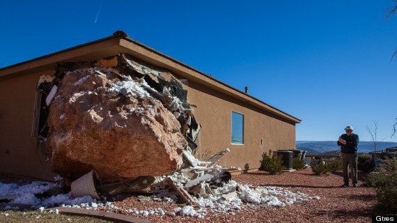 Herida al quedar destruido su dormitorio por una roca del tamaño de un coche