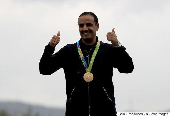 Cuando un refugiado gana una medalla, ¿qué himno