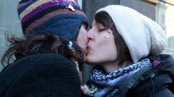 Los besos gays de la ira en Rusia (VÍDEO,