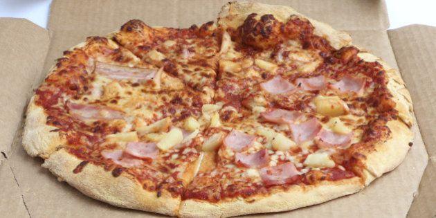 La caja de pizza que se convierte en platos y almacena las sobras en poco espacio