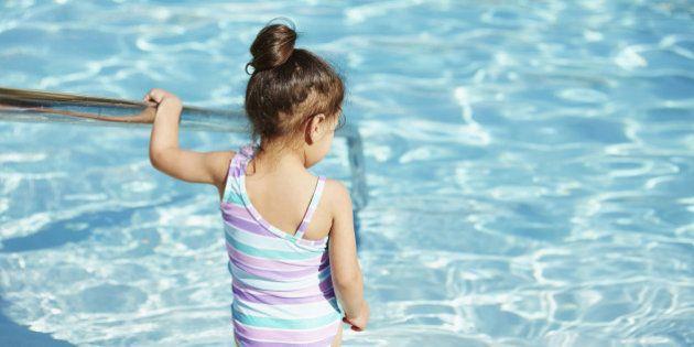 Lo que da a la piscina ese olor a cloro... (Aviso: es