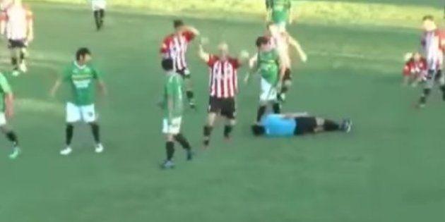 Un jugador amateur mata al árbitro tras ver la tarjeta roja y se da a la