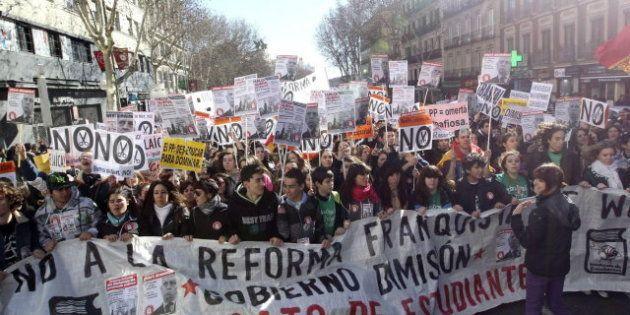 Miles de estudiantes se manifiestan contra la reforma educativa y los recortes