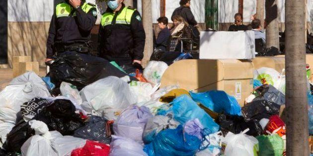 Huelga de basura en Sevilla: 7.000 toneladas acumuladas, 320 contenedores quemados
