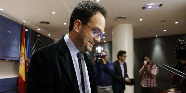 PSOE y C's incluyen al PP en las negociaciones para intentar la