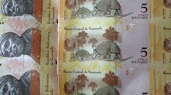 Venezuela devalúa su moneda casi un 32% frente al