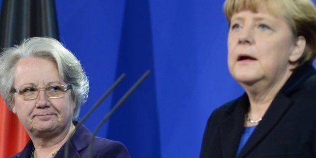 Dimite Annette Schavan, ministra alemana de Educación y Ciencia, por el supuesto plagio de su tesis