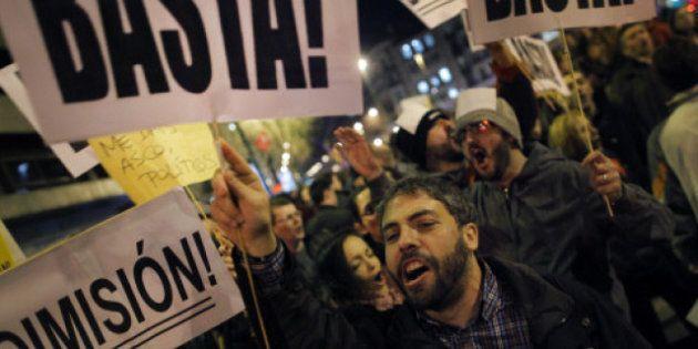 El 15-M se une a médicos, profesores y grupos de izquierda en una gran movilización contra el Gobierno...