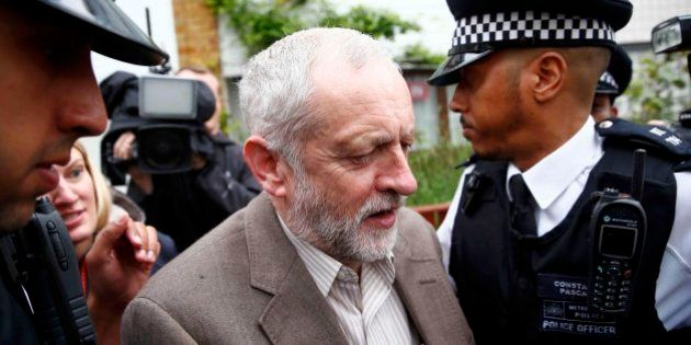 Aumenta el cerco laborista contra Corbyn: tendrá que someterse a una moción de