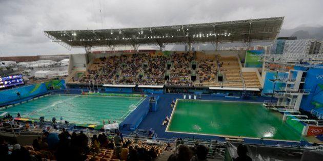 Alguien echó agua oxigenada en las piscinas olímpicas, por eso están