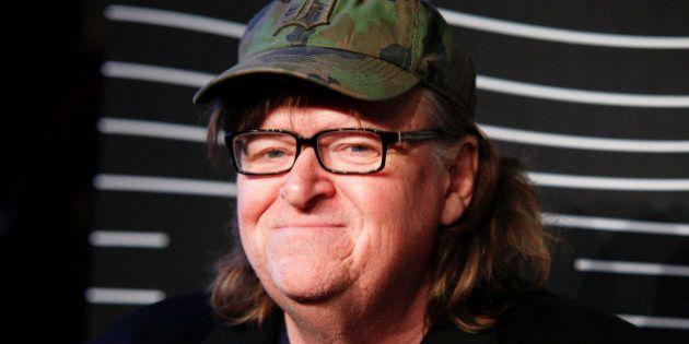 Michael Moore repara en una