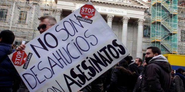 PP y PSOE pactan tramitar de urgencia la ILP de la dación en pago y los