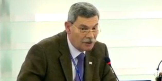 Expulsan del hemiciclo de la Eurocámara a un eurodiputado