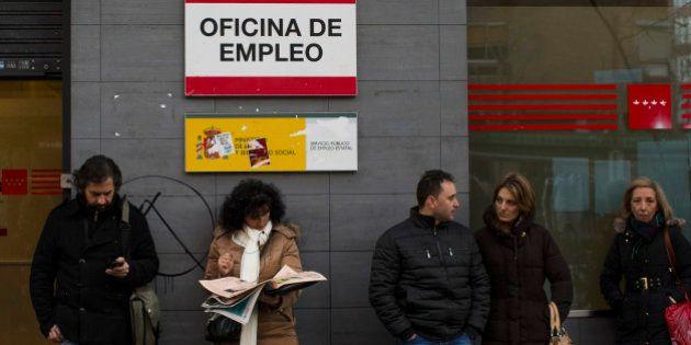 El INE aflora 377.000 ocupados más y baja el paro al 25,7% al cambiar la población base de la
