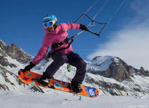 Velocidad de vértigo con una tabla de snow y una