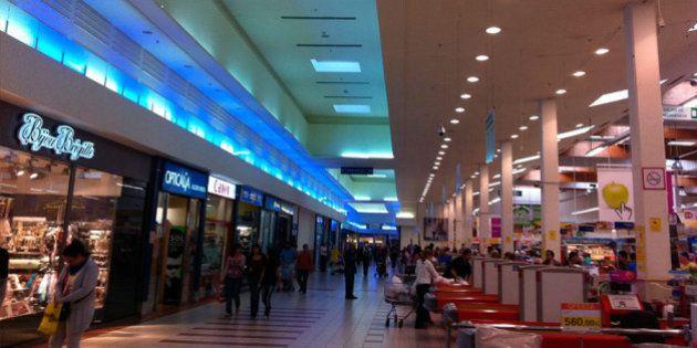 Una madre abandona a su hijo de siete años tras dos intentos en un centro comercial en