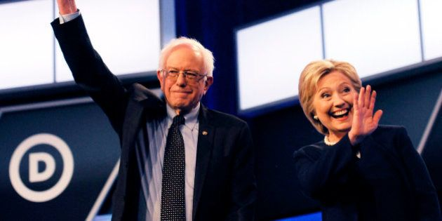 Clinton y Sanders se alinean contra