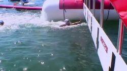 Descalifican a una nadadora francesa por hacer ESTO a su rival en la