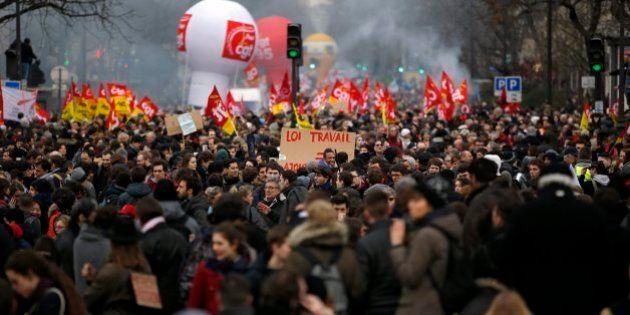 Hollande corrige su reforma laboral por las protestas